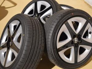 高価買取速報 50系 新型プリウス 純正タイヤホイール 17インチ